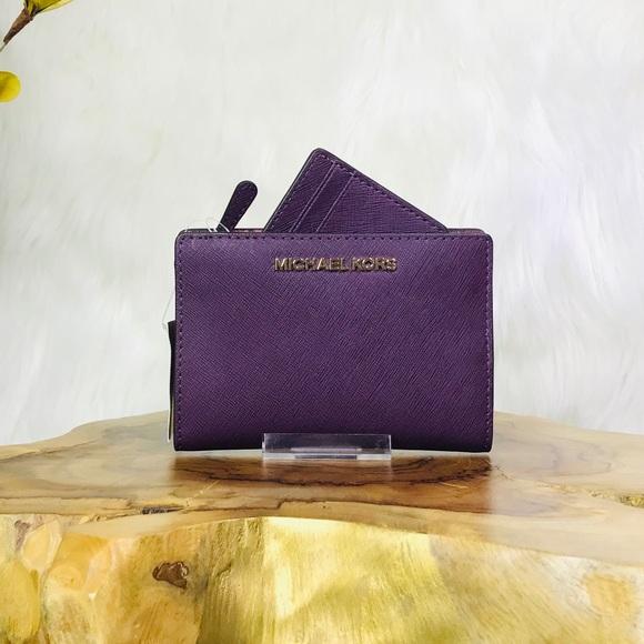 Michael Kors Handbags - Michael Kors Jet Set Travel MD Card Case Wallet